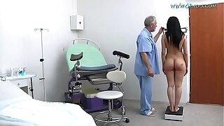 Nicole Love (18 yo) went to her gynecologist