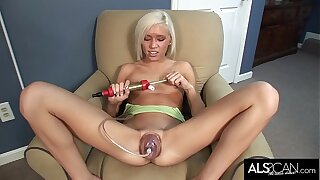 Tiny Tits Teen Uses Pussy Pump to Get Her Meaty Snatch Swollen Then Cum